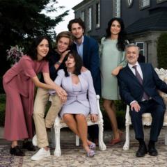 La Casa de Las Flores é uma mistura de humor ácido e drama mexicano com grandes críticas à sociedade